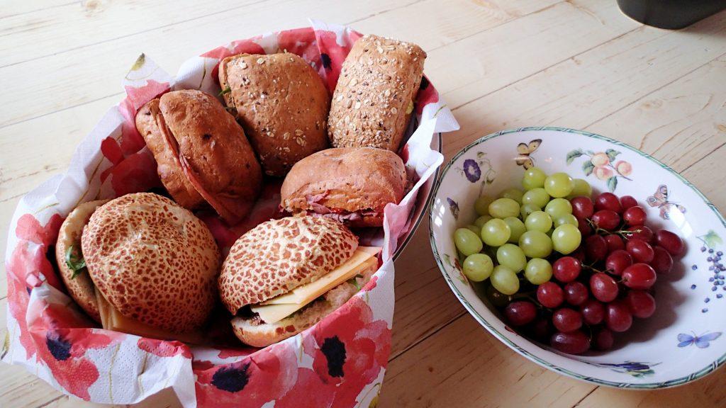 luxe broodjes belegd met heerlijkebiologische streekproducten, vegetarisch en niet-vegetarisch